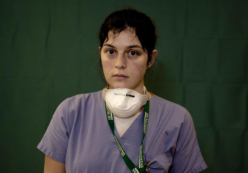 Dấu vết cuộc chiến chống virus hằn sâu trên gương mặt bác sĩ Italy Ảnh 3