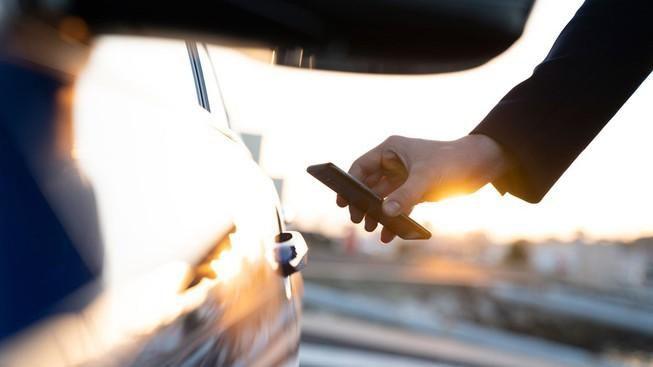 BMW sẽ cho khởi động xe ô tô bằng iPhone Ảnh 1