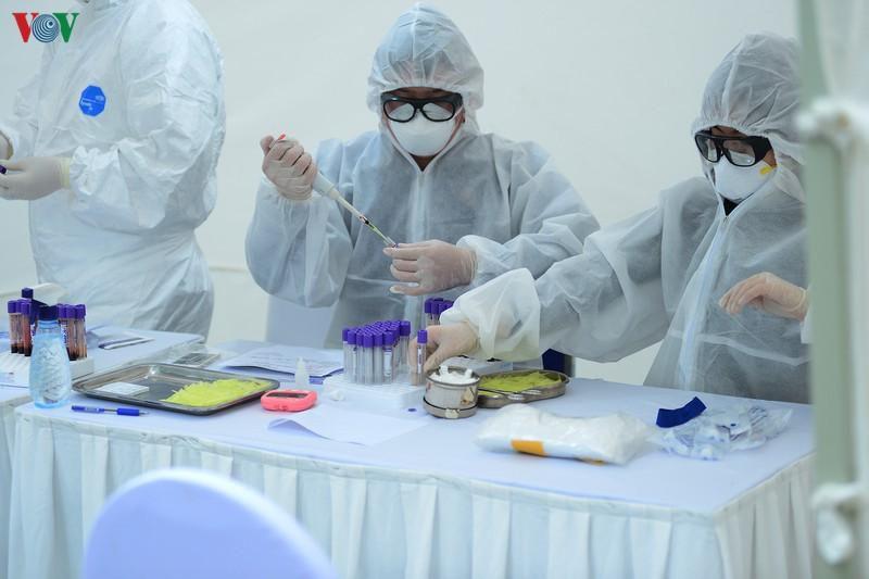 Đã có kết quả xét nghiệm ban đầu cho các nhân viên y tế tiếp xúc với BN 237 Ảnh 1