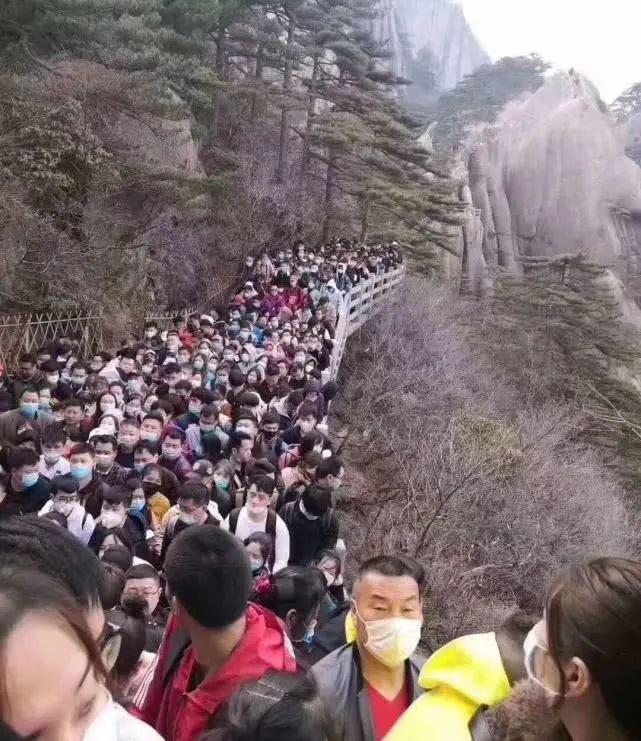 Bất chấp 'làn sóng virus thứ hai', dân Trung Quốc thản nhiên vui chơi Ảnh 2