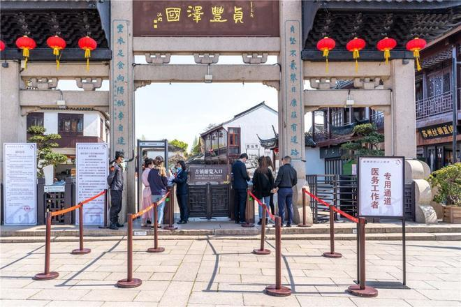 Bất chấp 'làn sóng virus thứ hai', dân Trung Quốc thản nhiên vui chơi Ảnh 10