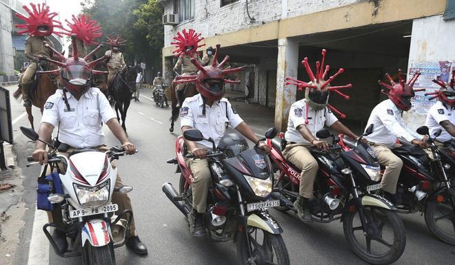 COVID-19: Vi phạm lệnh phong tỏa, khách nước ngoài bị cảnh sát Ấn Độ bắt chép phạt 'Tôi xin lỗi' 500 lần Ảnh 1