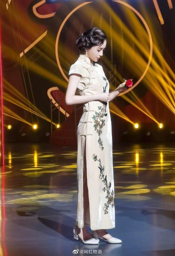 AngelaBaby ma mị với trang phục sườn xám trong show 'Vương Bài Đối Vương Bài' Ảnh 5