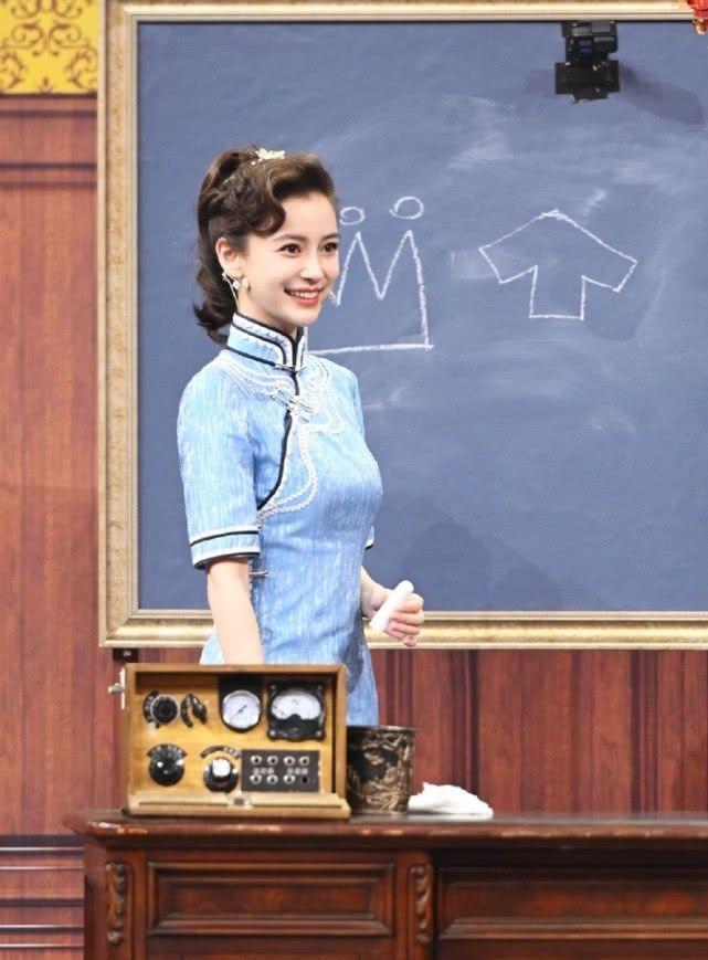 AngelaBaby ma mị với trang phục sườn xám trong show 'Vương Bài Đối Vương Bài' Ảnh 6