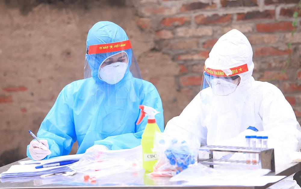 Lấy mẫu xét nghiệm cho hơn 1.300 người dân thôn Đông Cứu (huyện Thường Tín) Ảnh 6