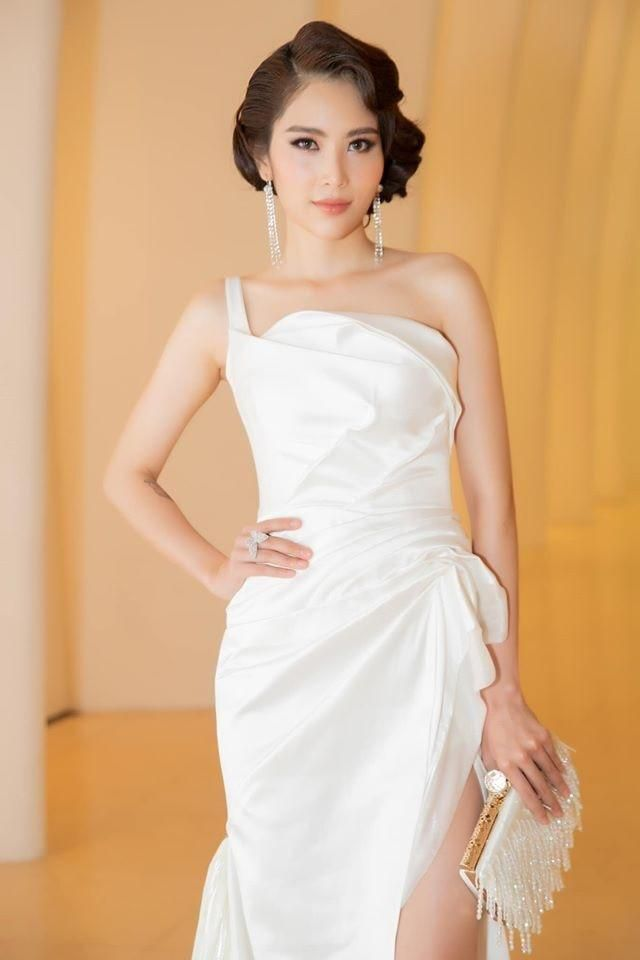 Bắt trend nhanh chóng chị em song sinh của Nam Em quấn cả gối lẫn chăn thành váy Ảnh 6