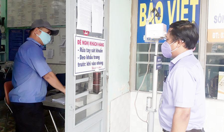Chế tạo và tặng máy rửa tay sát khuẩn tự động chống dịch Ảnh 1