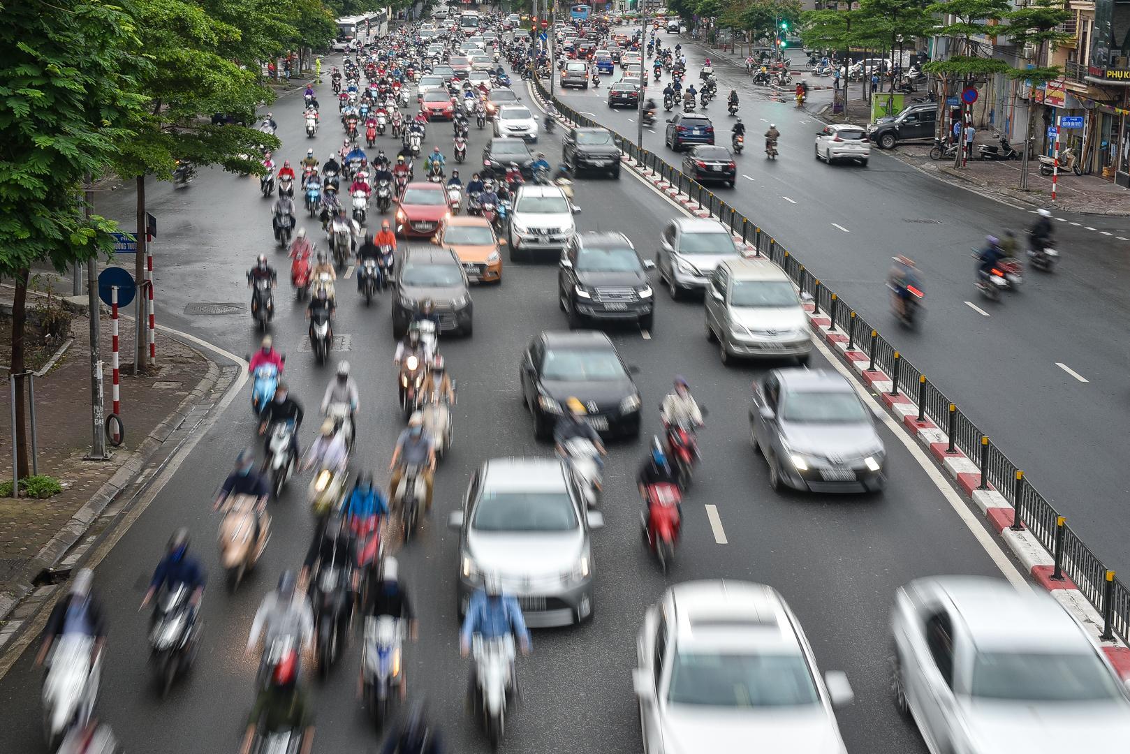 Nhịp sống tại Hà Nội dần trở lại sau nới lỏng cách ly xã hội Ảnh 1
