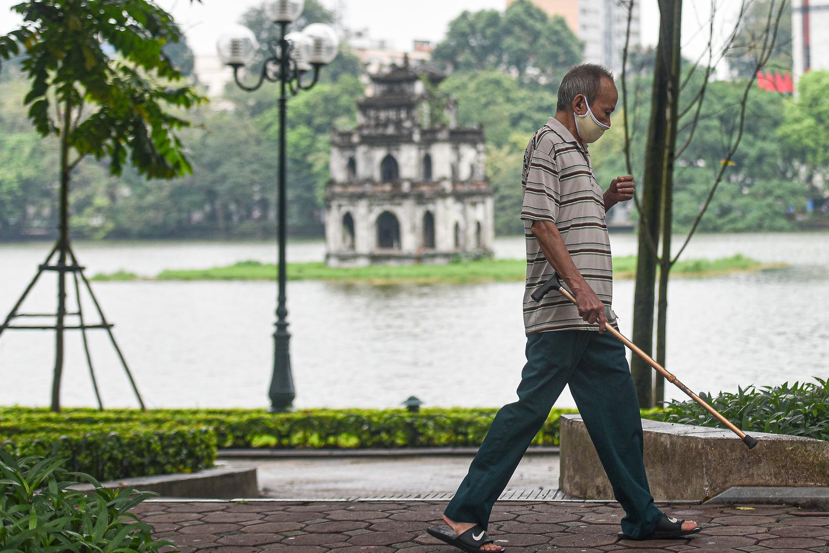 Nhịp sống tại Hà Nội dần trở lại sau nới lỏng cách ly xã hội Ảnh 3