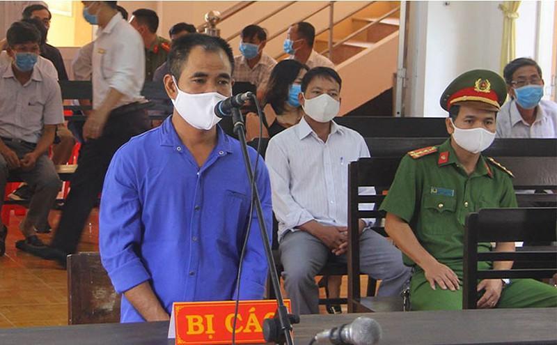 Chủ quán cà phê đánh đoàn chống dịch bị 18 tháng tù Ảnh 3