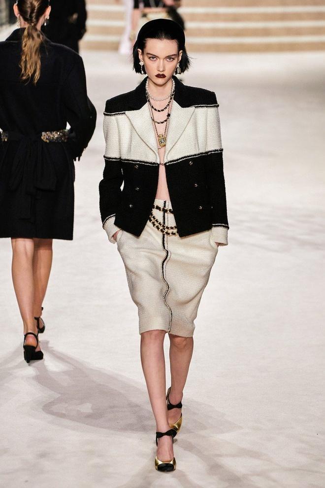 Nữ chính 'Quân vương bất diệt' mặc đồ Chanel sang chảnh như người mẫu Ảnh 5
