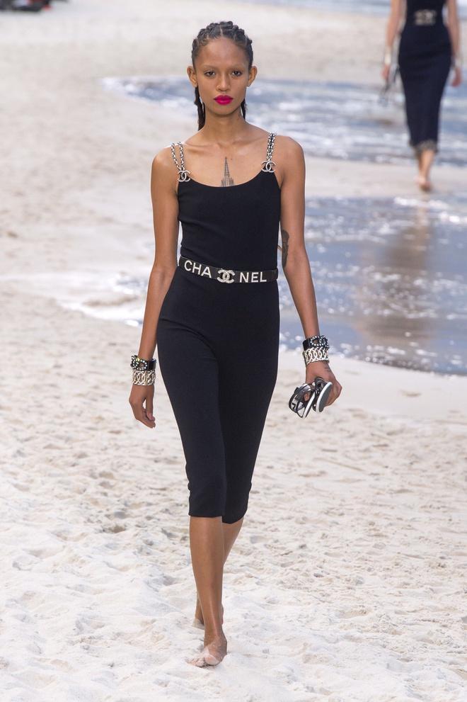 Nữ chính 'Quân vương bất diệt' mặc đồ Chanel sang chảnh như người mẫu Ảnh 13