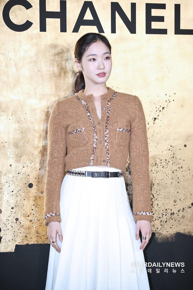 Nữ chính 'Quân vương bất diệt' mặc đồ Chanel sang chảnh như người mẫu Ảnh 8