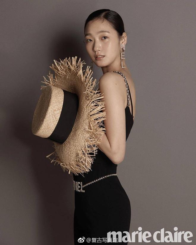 Nữ chính 'Quân vương bất diệt' mặc đồ Chanel sang chảnh như người mẫu Ảnh 12