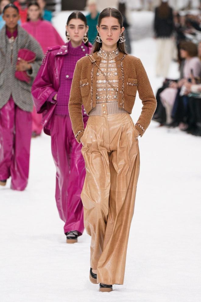 Nữ chính 'Quân vương bất diệt' mặc đồ Chanel sang chảnh như người mẫu Ảnh 9