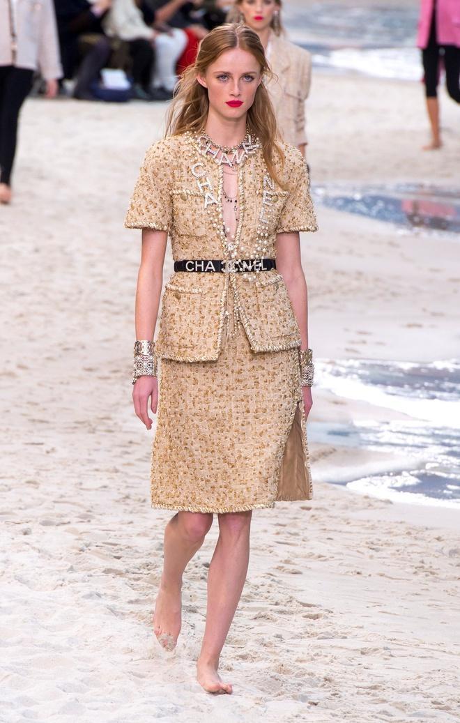 Nữ chính 'Quân vương bất diệt' mặc đồ Chanel sang chảnh như người mẫu Ảnh 11