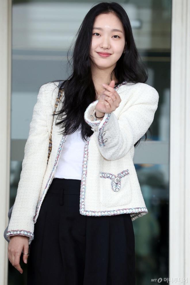 Nữ chính 'Quân vương bất diệt' mặc đồ Chanel sang chảnh như người mẫu Ảnh 6