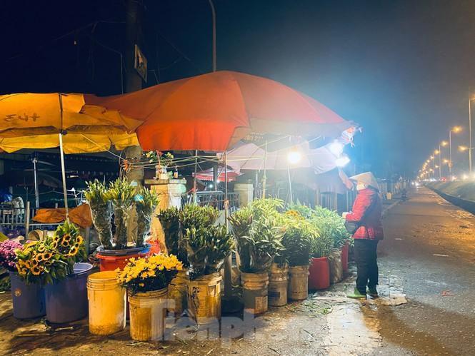 Chợ hoa đêm lớn nhất Thủ Đô vắng khách sau khi dỡ phong tỏa Ảnh 6