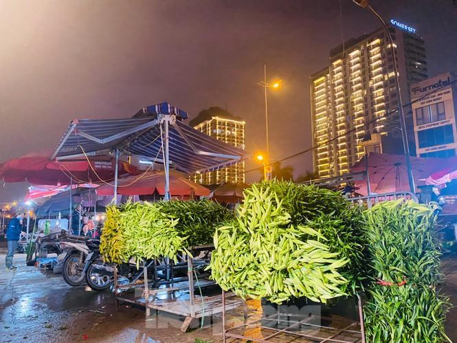 Chợ hoa đêm lớn nhất Thủ Đô vắng khách sau khi dỡ phong tỏa Ảnh 1