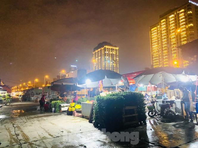 Chợ hoa đêm lớn nhất Thủ Đô vắng khách sau khi dỡ phong tỏa Ảnh 4