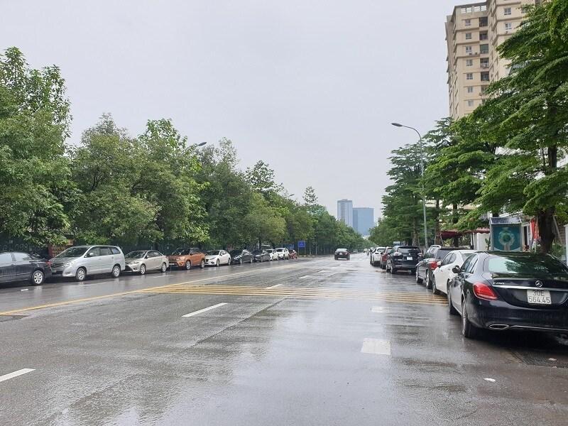 Chùm ảnh: Ô tô đua nhau tái chiếm lòng đường Thủ đô sau nới lỏng giãn cách Ảnh 6
