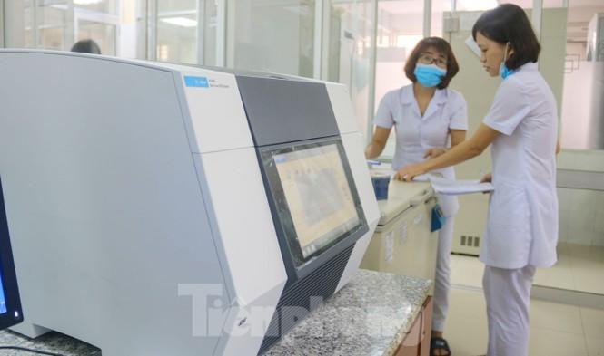 Giá 1,4 tỷ đồng, máy phục vụ xét nghiệm COVID-19 của Đà Nẵng hoạt động như thế nào? Ảnh 1