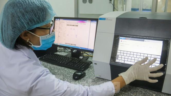 Giá 1,4 tỷ đồng, máy phục vụ xét nghiệm COVID-19 của Đà Nẵng hoạt động như thế nào? Ảnh 6