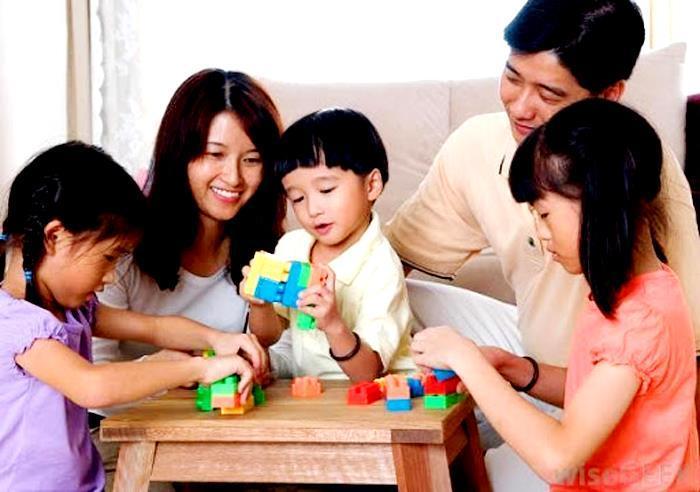 Nghỉ lễ 30/4-1/5 trong dịch COVID -19: Nhiều gia đình chọn 'du hí' tại nhà Ảnh 1