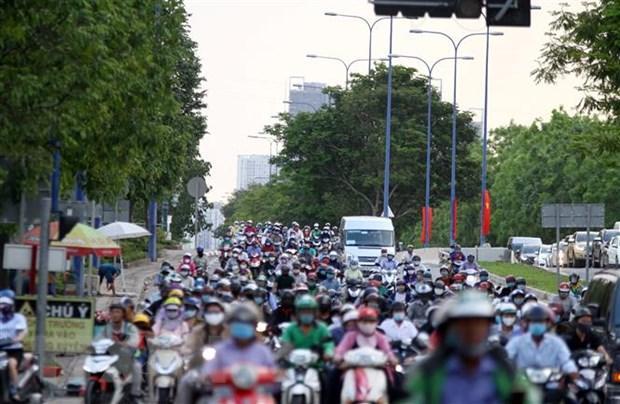 Lượng hành khách từ TP.HCM đi các tỉnh giảm trong dịp nghỉ lễ năm nay Ảnh 1