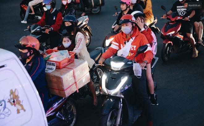 Trung tâm TP. Đà Lạt 'tê liệt' từ chiều đến tối do lượng du khách tăng đột biến dịp lễ 30/4 Ảnh 14