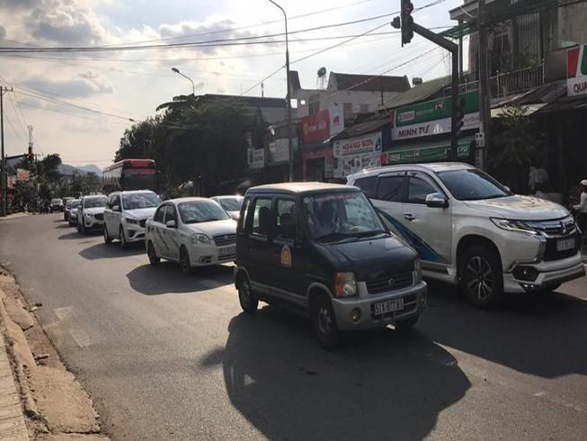 Đường lên Đà Lạt đang kẹt xe nghiêm trọng, kéo dài 5 km Ảnh 1