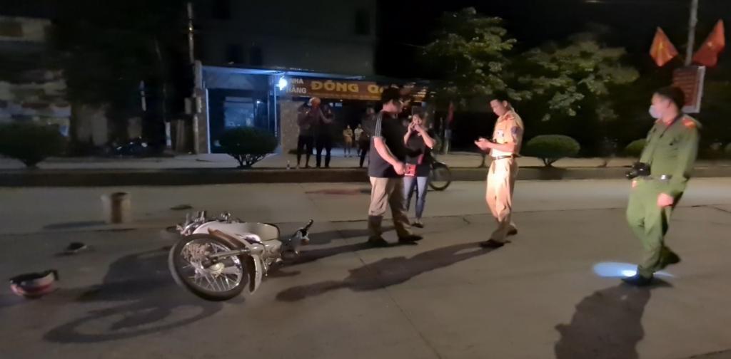 Lạng Sơn: Va chạm giữa ô tô với xe máy trong đêm, nam thanh niên nhập viện cấp cứu Ảnh 6