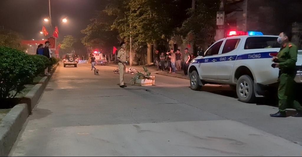 Lạng Sơn: Va chạm giữa ô tô với xe máy trong đêm, nam thanh niên nhập viện cấp cứu Ảnh 4