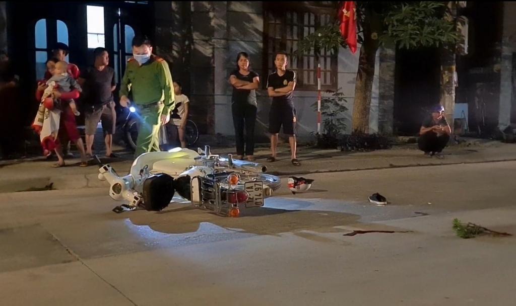 Lạng Sơn: Va chạm giữa ô tô với xe máy trong đêm, nam thanh niên nhập viện cấp cứu Ảnh 2