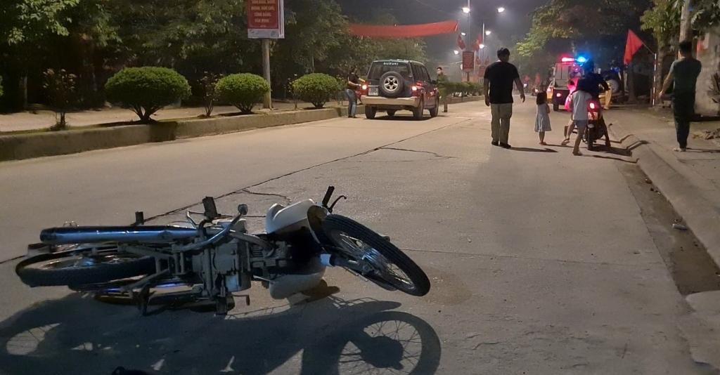 Lạng Sơn: Va chạm giữa ô tô với xe máy trong đêm, nam thanh niên nhập viện cấp cứu Ảnh 1