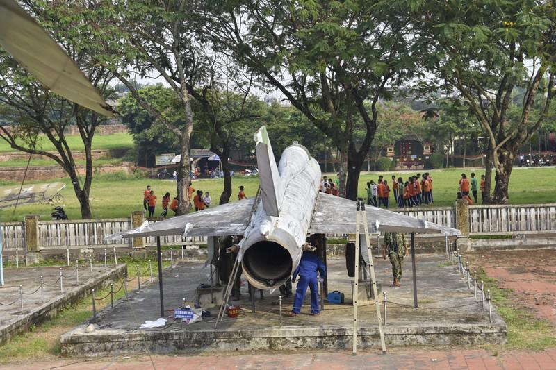 Tháo máy bay, xe tăng trong bảo tàng để dời về chỗ mới Ảnh 15