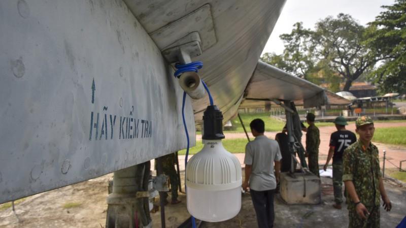 Tháo máy bay, xe tăng trong bảo tàng để dời về chỗ mới Ảnh 12