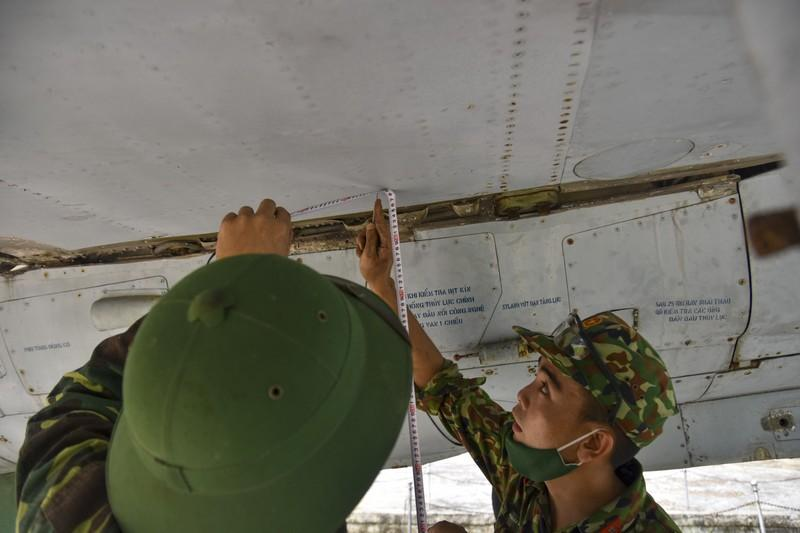 Tháo máy bay, xe tăng trong bảo tàng để dời về chỗ mới Ảnh 9