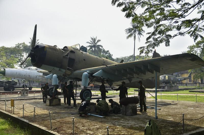 Tháo máy bay, xe tăng trong bảo tàng để dời về chỗ mới Ảnh 14