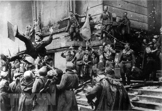 Chiến thắng phátxít Đức: Thiên anh hùng ca chói lọi Ảnh 25