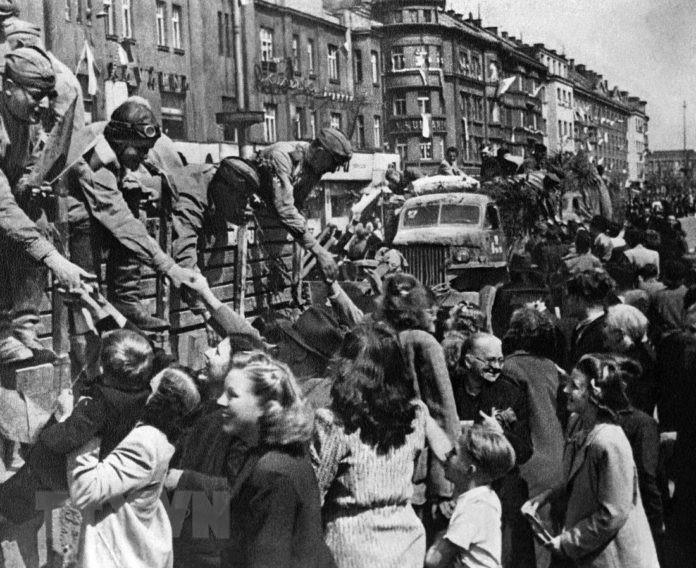 Chiến thắng phátxít Đức: Thiên anh hùng ca chói lọi Ảnh 17