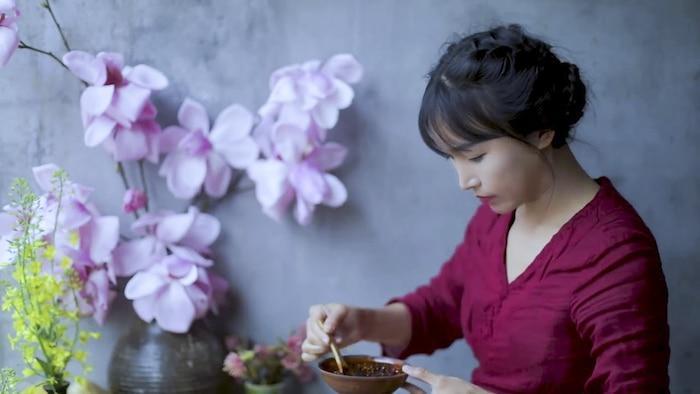 Không phải Lý Tử Thất, đây mới là vlogger nữ Trung Quốc có thu nhập cao nhất YouTube Ảnh 2
