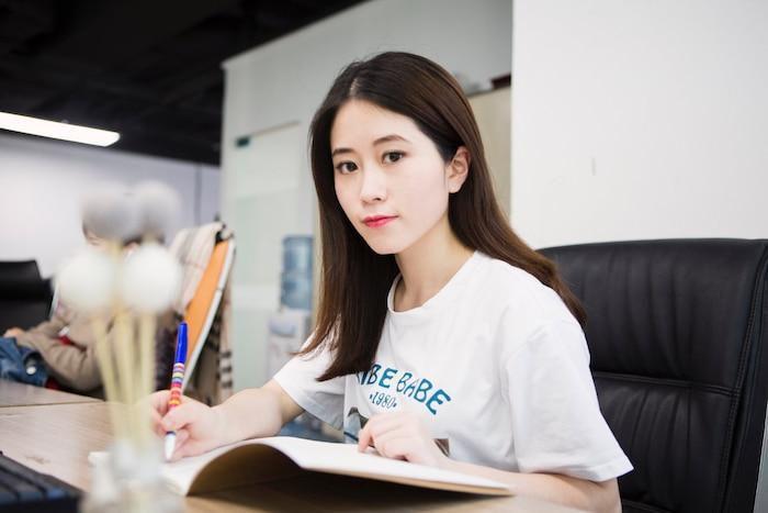 Không phải Lý Tử Thất, đây mới là vlogger nữ Trung Quốc có thu nhập cao nhất YouTube Ảnh 1