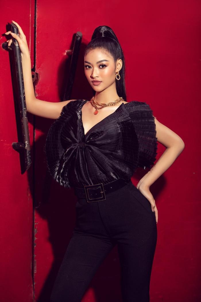Á hậu Kiều Loan mê hoặc khán giả với gu thời trang xuất sắc trên sóng truyền hình Ảnh 13