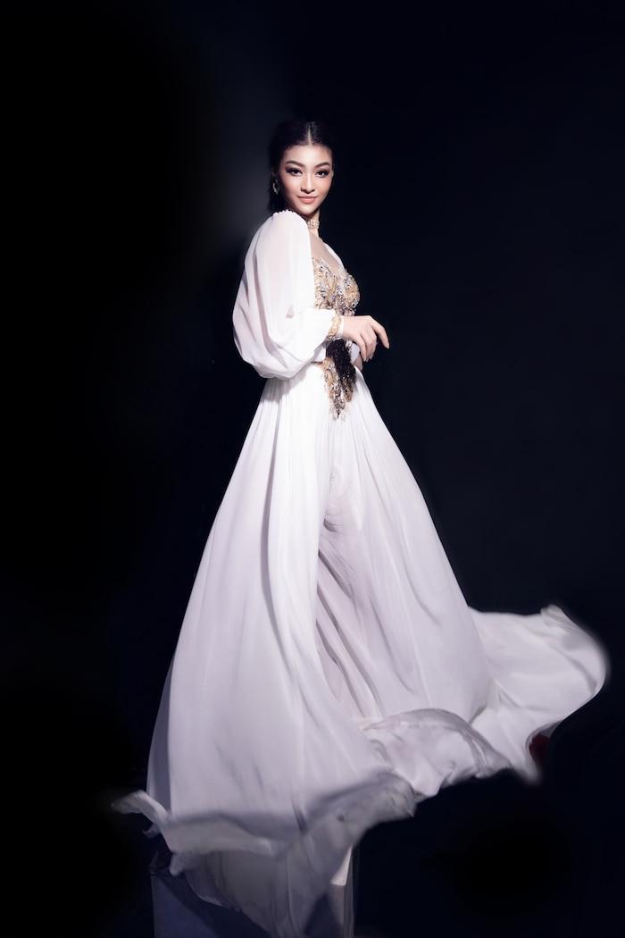 Á hậu Kiều Loan mê hoặc khán giả với gu thời trang xuất sắc trên sóng truyền hình Ảnh 8