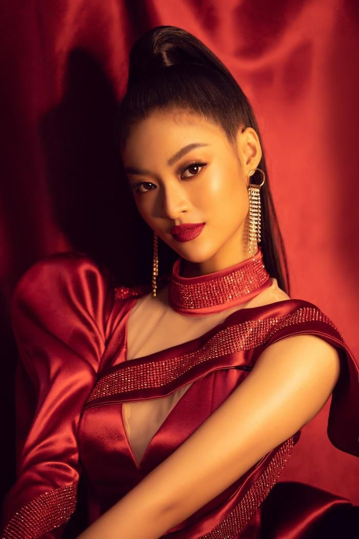 Á hậu Kiều Loan mê hoặc khán giả với gu thời trang xuất sắc trên sóng truyền hình Ảnh 12