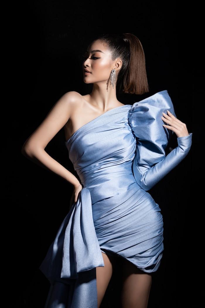 Á hậu Kiều Loan mê hoặc khán giả với gu thời trang xuất sắc trên sóng truyền hình Ảnh 11