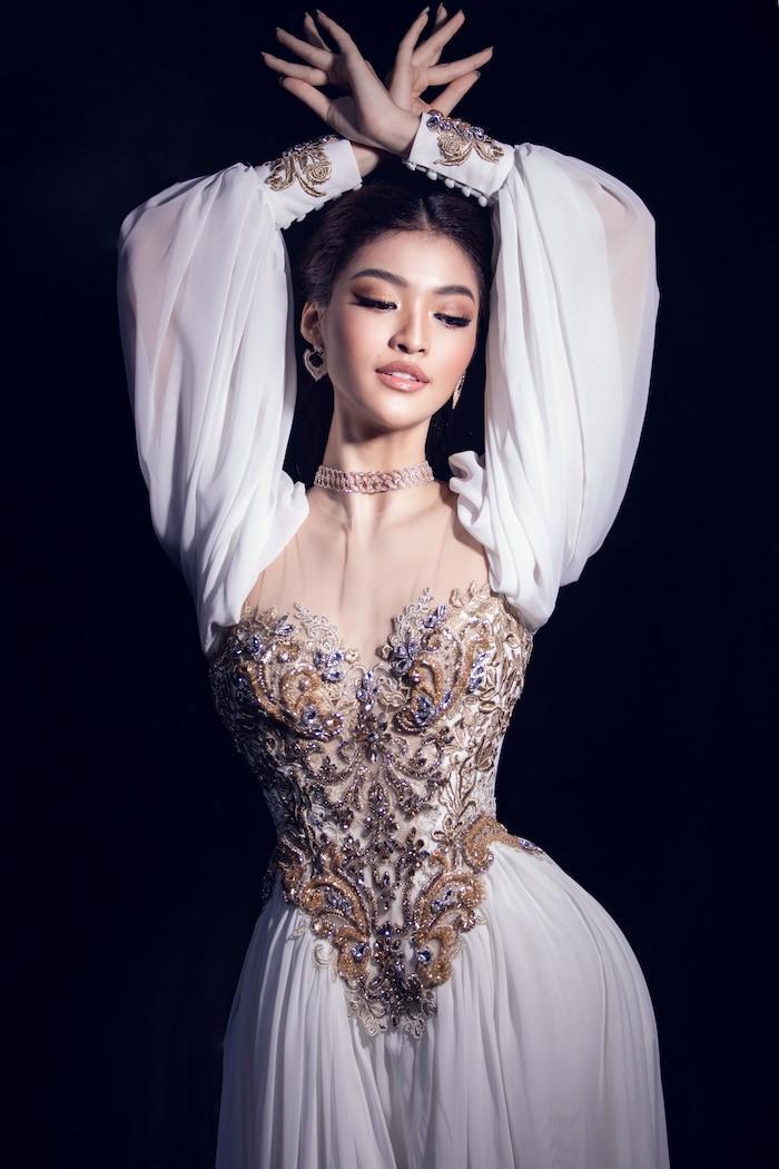 Á hậu Kiều Loan mê hoặc khán giả với gu thời trang xuất sắc trên sóng truyền hình Ảnh 9