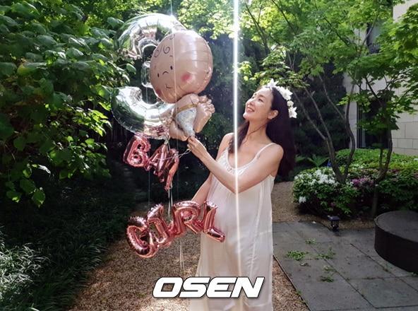 Mẹ bầu Choi Ji Woo khoe bụng D-line đẹp tựa nữ thần, lâm bồn trong 15 ngày nữa Ảnh 1