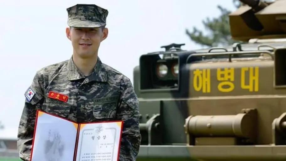 Son Heung-min bắn 'bách phát bách trúng', hoàn thành khóa nhập ngũ loại xuất sắc Ảnh 1